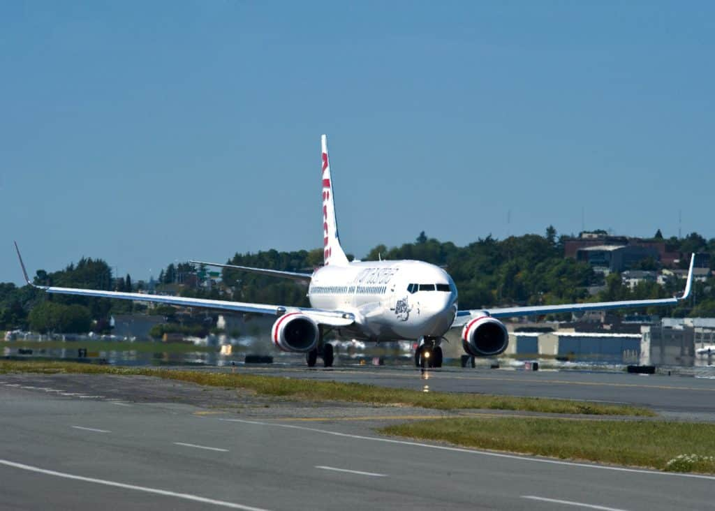 Virgin Australia Boeing 737-800 Take off and Taxi