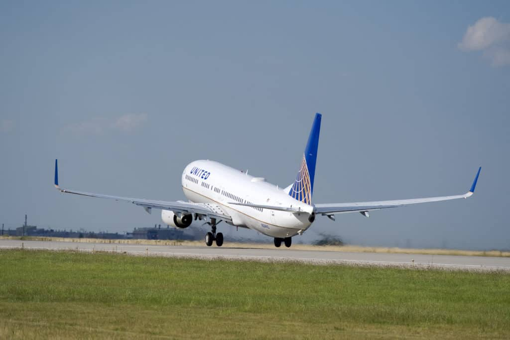 United Airlines Boeing 737 take off at Houston