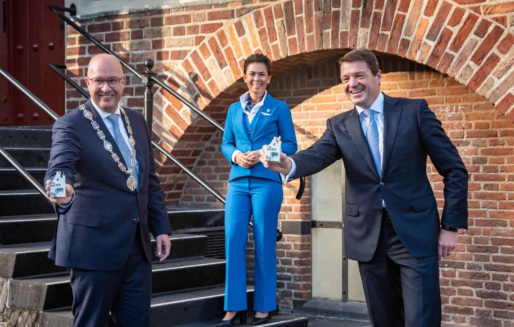 Mayor of 's-Hertogenbosch Jack Mikkers receives the 101st KLM miniature house from KLM president & CEO Pieter Elbers
