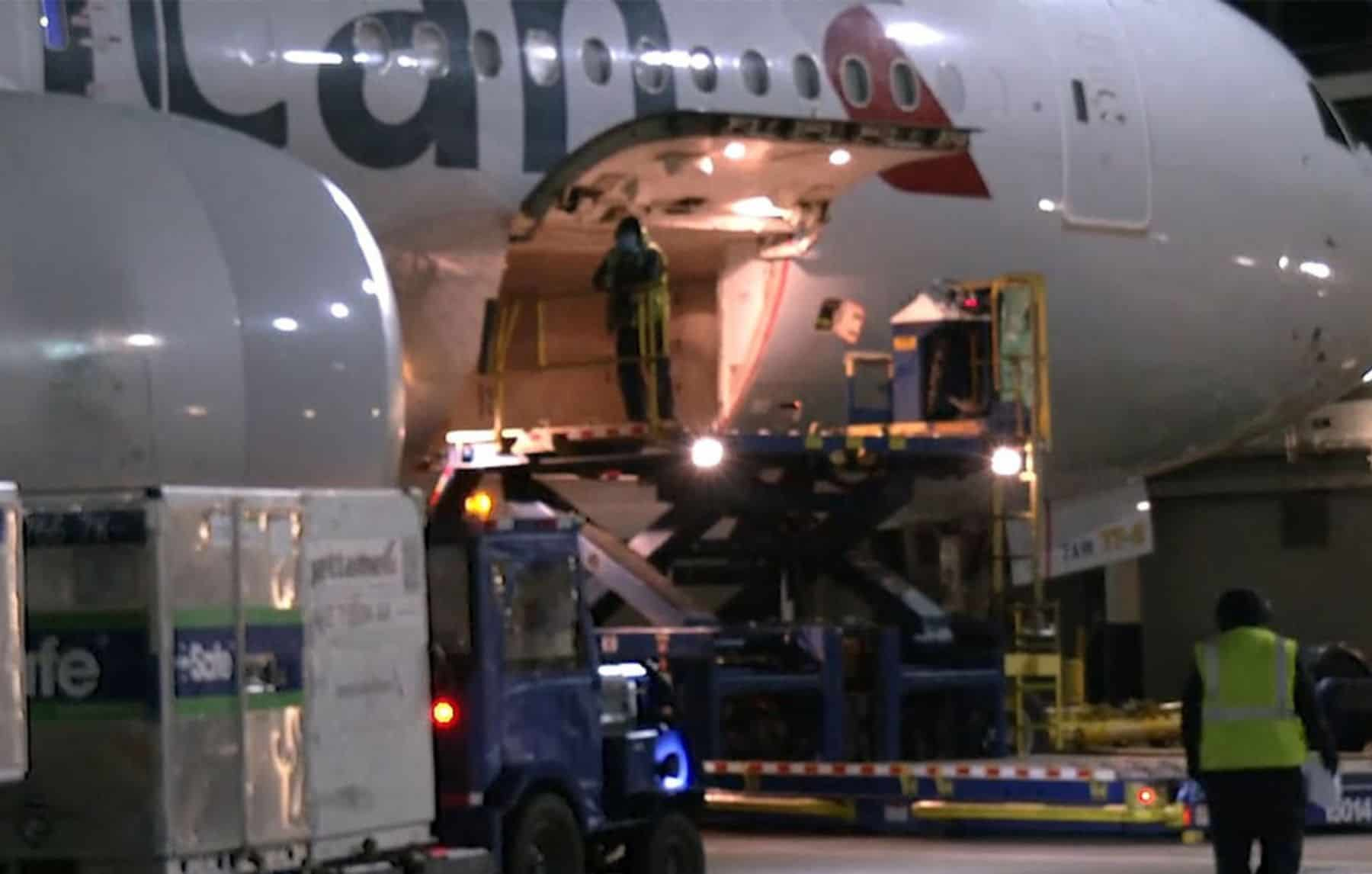 American Airlines transports its first Covid-19 caccine shipment from Chicago to Miami